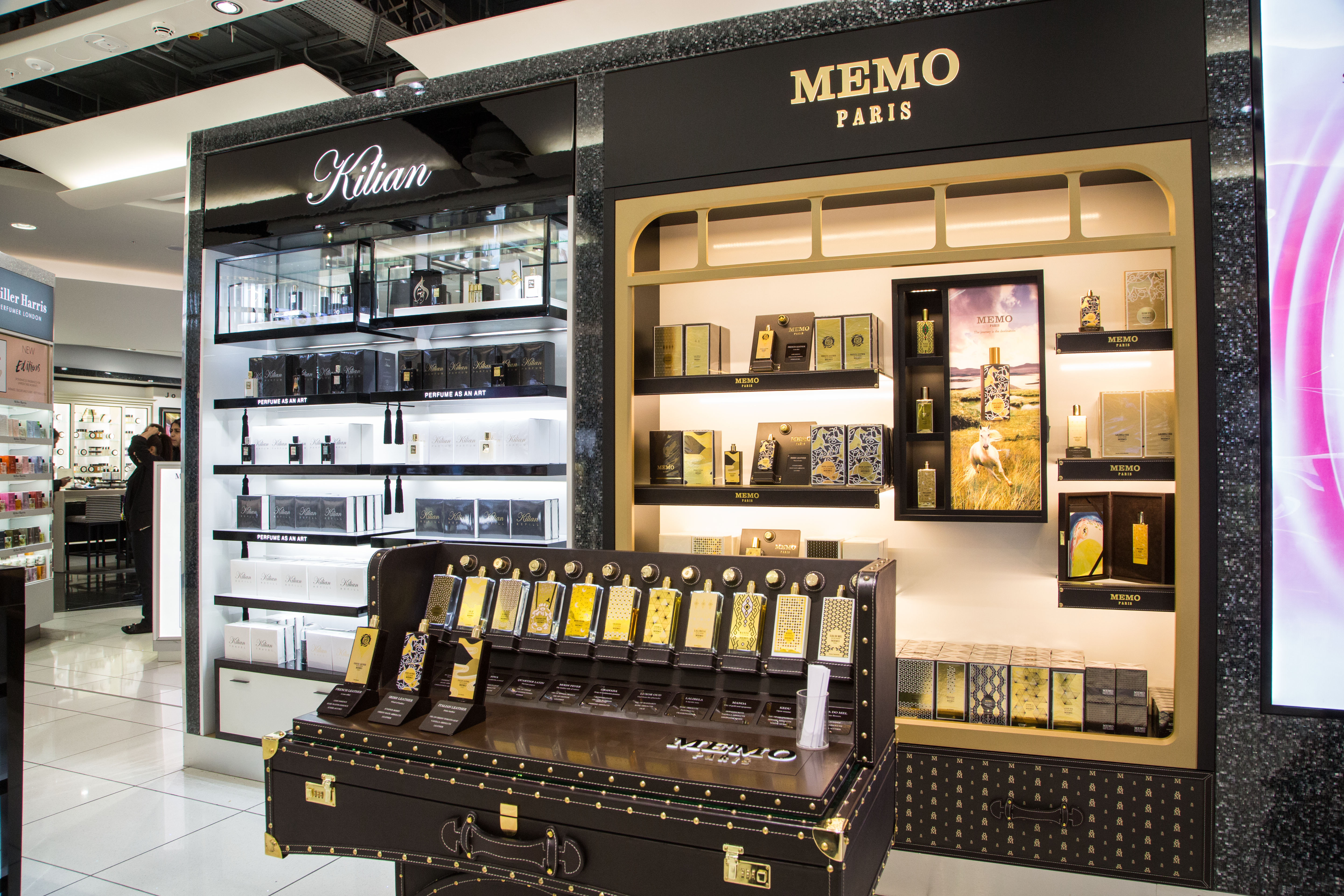 Wdfg revitalises heathrow terminal 5 store in spectacular for Boutique decoration maison