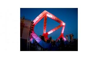 Lighting a new stage art structure