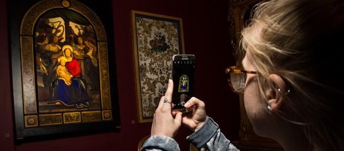 Samsung and the V&A bring museum to life with virtual reality workshop