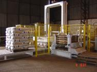 Palletising possibilities laid out – layer versus robot